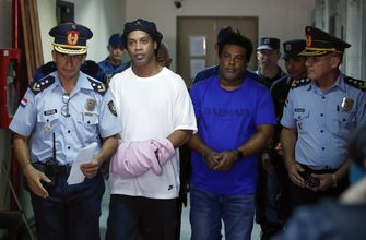 Handcuffed Ronaldinho and brother appear in Paraguayan court